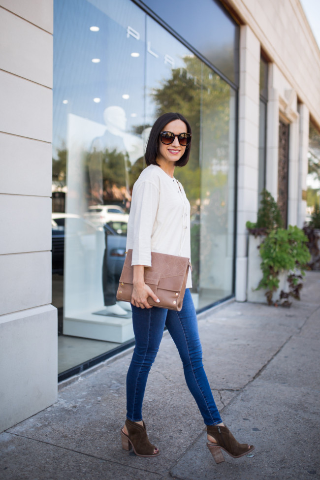 Easy Outfit Idea:  Lace Up Popover + Skinny Jeans