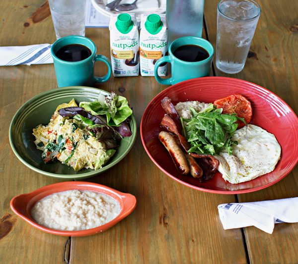Tools ant Tips for making healthy choices when dining out on the Whole30 and beyond. Brunch at Mudhen in Dallas is a great option for a delicious, health conscious meal!