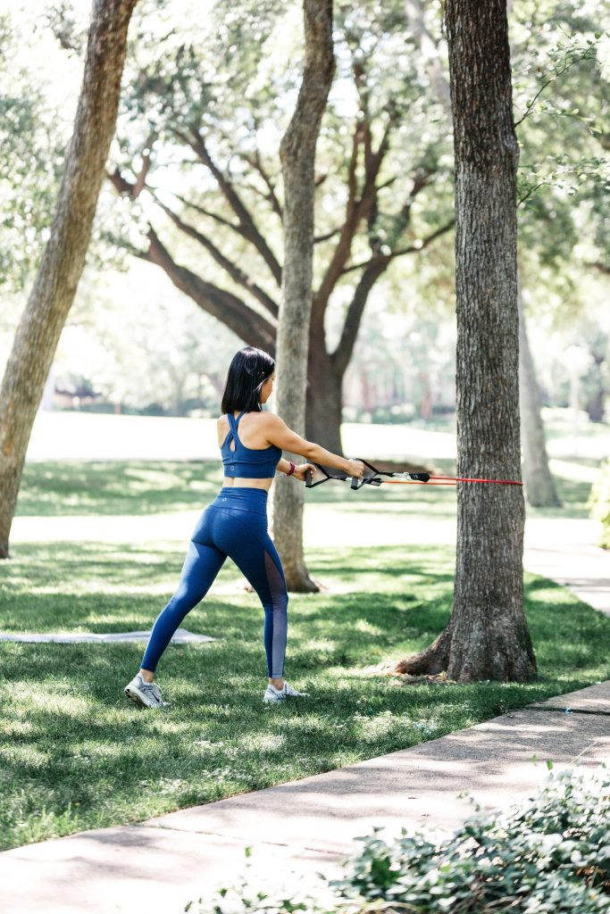 Try this arm workout the next time you're exercising at home or at the gym! And, this cropped top and high rise leggings with ombre mesh inserts from Beyond Yoga are great for any of your summer workouts...