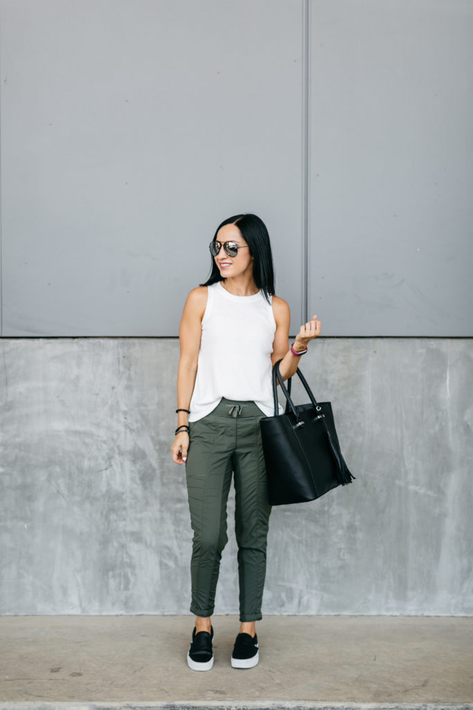Slim joggers and a tank is a comfortable, chic outfit for travel. Also sharing tips for healthier travel days!