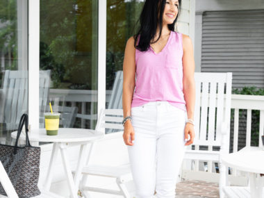 White jeans and madewell v neck tank outfit